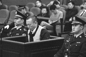 """4月19日,李庄在庭审现场。当日,备受关注的原涉黑案律师李庄""""漏罪""""案在重庆市江北区法院一审开庭,李庄被指控涉嫌构成辩护人妨害作证罪。新华社发"""