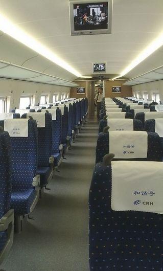 """京沪高铁空荡荡的车厢,多次设备故障导致旅客闻""""高""""色变。 网友微博供图"""