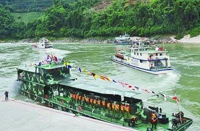 12月10日,中老缅泰湄公河联合巡逻执法船从西双版纳