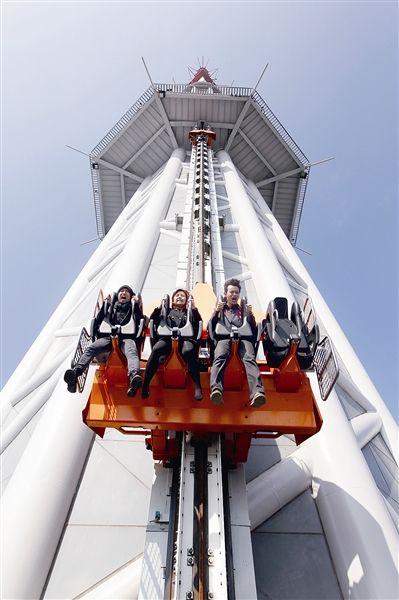 """世界最高的""""跳楼机""""(速降座椅)昨日在广州塔正式"""