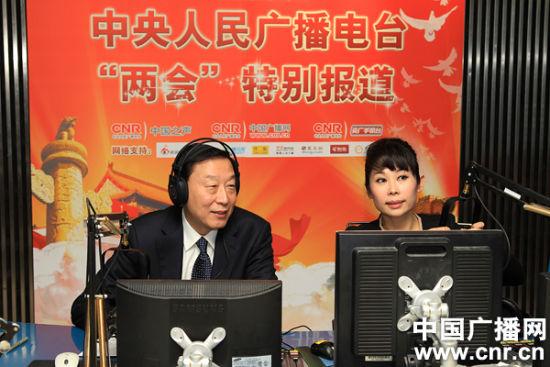 2012年3月3日全国人大代表、江苏省委书记罗志军做客中央台直播间(中广网记者 涂傲摄)