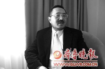 韩德云在接受记者采访。本报记者 郭静 摄