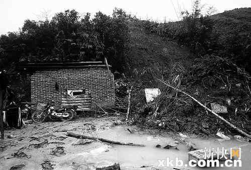 广东清新县山体滑坡冲塌工棚7人遇难