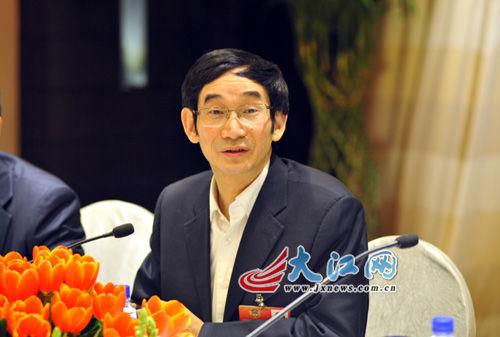 全国政协常委黄代放宣布拿出100万元作为奖金,与全国动漫高校PK。