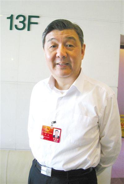 昨日,全国人大代表浙江省高院院长齐奇建议民间借贷阳光化、法制化。 本报记者 宋识径 摄