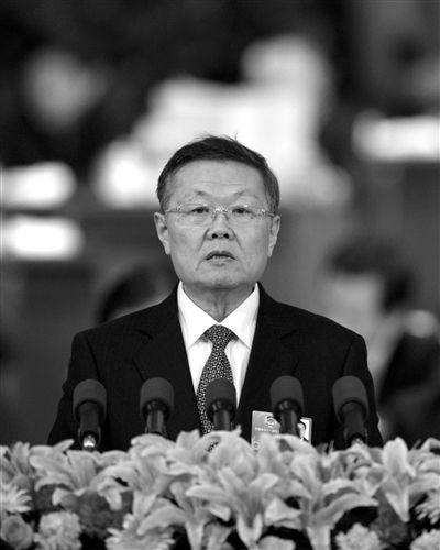 昨日,全国政协十一届五次会议在北京人民大会堂举行第四次全体会议。这是何清华委员作《奢靡之风不可长》的发言。新华社记者 黄敬文 摄