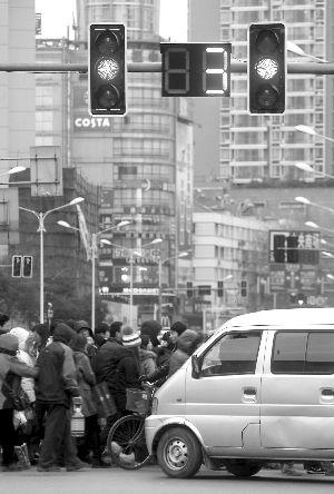 """南京的路口信号灯大多有""""黄灯倒计时"""""""