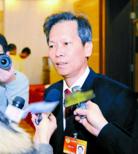 陈红天接受采访。