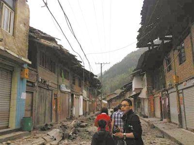 双石镇九成房屋因地震被毁坏。新京报特派震区记者 朱柳迪 摄