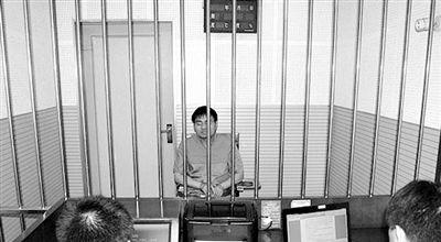 """警方审讯犯罪嫌疑人""""秦火火""""。 图片来源 中国警察网"""