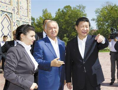 9月10日,国家主席习近平在乌兹别克斯坦总统陪同下,在撒马尔罕参观兀鲁伯天文台。新华社记者 黄敬文 摄