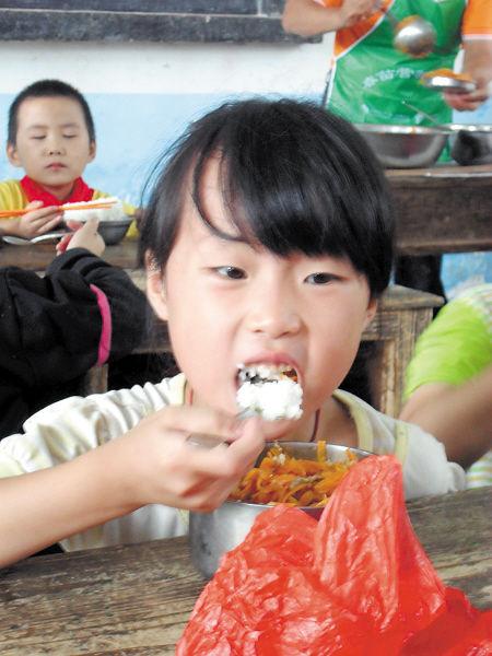 """叶婵   """"今天的中餐,虽然只有简单的两个菜,但新鲜干净,且口味很"""