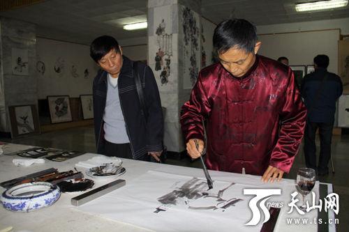 撸撸婷婷偷拍图_《水浒传》一百零八将绘画作品在乌鲁木齐展出