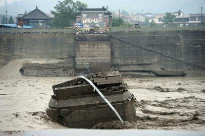 7月9日,盘江大桥垮塌现场。