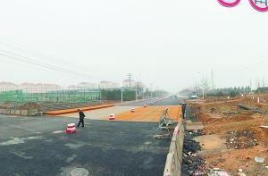 2月2日,黄岛爆燃事故点附近路段已修复,春节期间,一片寂静。