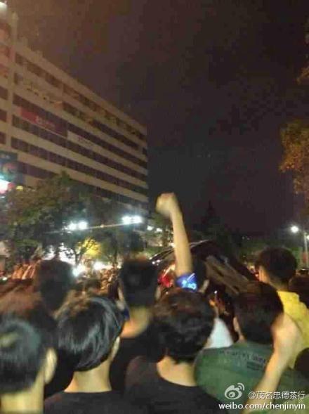 茂名市民游行示威现场图(图片来自于微博)