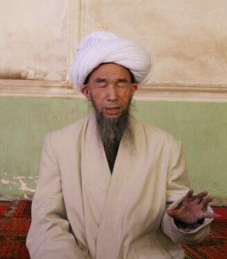 喀什市艾提尕尔清真寺伊玛目居玛・塔伊尔大毛拉