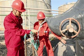 新疆克拉玛依石西油田穿衣过暖冬