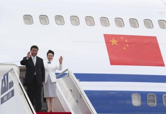 11月21日,国家主席习近平抵达楠迪,开始对斐济进行国事访问并将同太平洋建交岛国领导人举行会晤。摄影 丁林