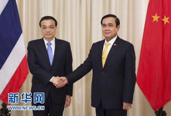 12月19日,中国国务院总理李克强在曼谷会见泰国总理巴育。新华社记者黄敬文摄