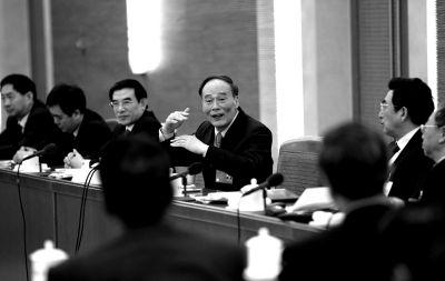3月5日,王岐山参加两会北京代表团审议。