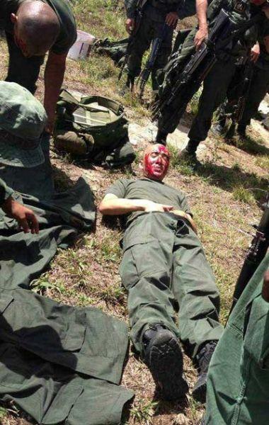 中国军人猎人学校毕业 签生死协议 泔水桶舀食图片