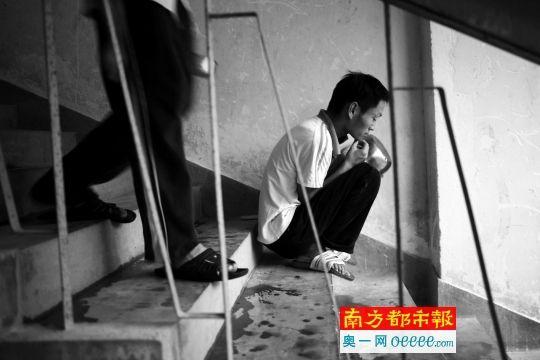在深圳漂泊者关爱核心,期待用饭的神经病患者。南都记者 郭现中 摄(材料图像)