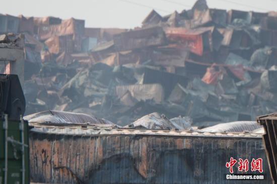"""8月16日,天津港""""812""""特别重大火灾爆炸事故核心现场。 中新社发 廖攀 摄"""