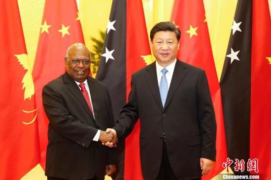 9月1日,国家国度主席习近平在北京公民大礼堂会晤巴布亚新几内亚总督奥吉奥。中新社发 盛佳鹏 摄