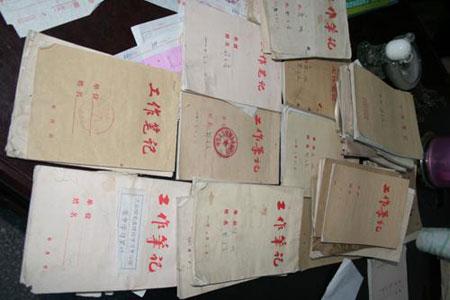 泥脚书记邓平寿:心里装着百姓的事(组图)