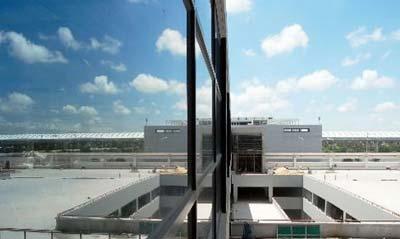 浦东机场2号航站楼下月投入运营(组图)