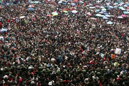 组图:广州火车站2月1日运送20万旅客