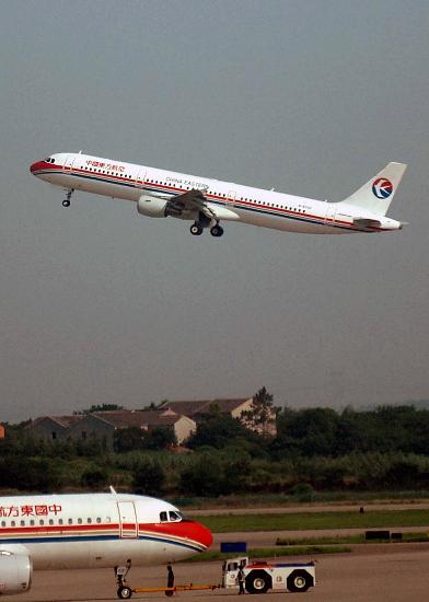 图文:MU5001航班从南京禄口国际机场起飞