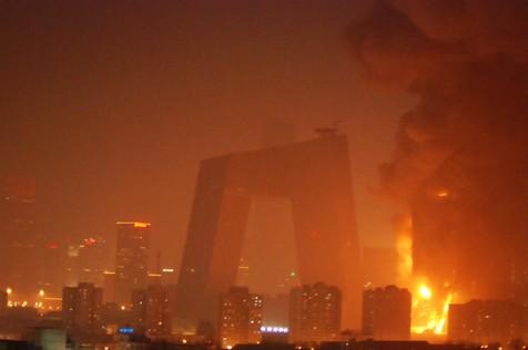 组图:央视新大楼北配楼发生火灾