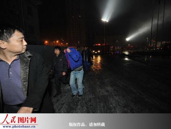 图文:市民撤离现场