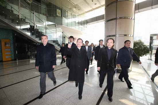 图文:温家宝抵达中国政府网