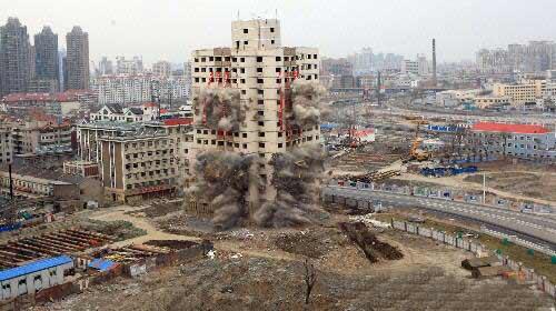 哲天津聚会_组图:天津市中心一大楼成功爆破