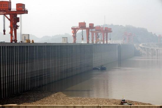 组图:三峡大坝清漂为175米蓄水做准备
