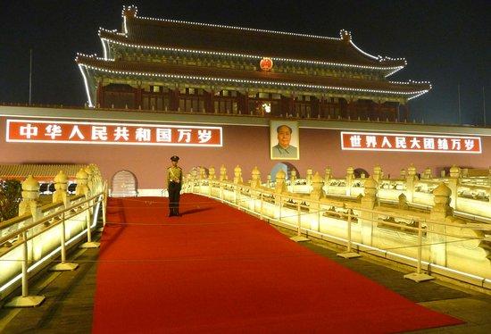 组图:天安门金水桥铺设红地毯迎国庆 - 我 - 2009级初一.二班