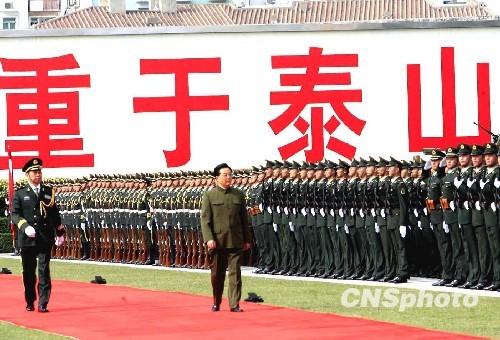 胡锦涛视察驻澳部队军营并检阅部队(组图)