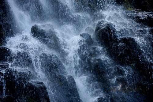 组图:安徽黄山出现冰瀑景观