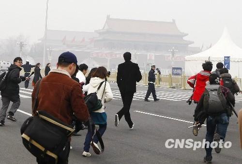 图文:刘翔成为记者追逐的焦点
