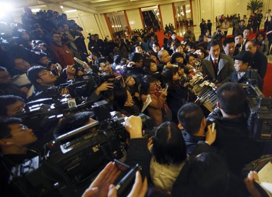 图文:工业和信息化部部长李毅中接受媒体采访