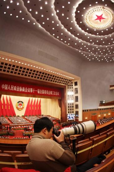 图文:全国政协十一届三次会议举行全体会议