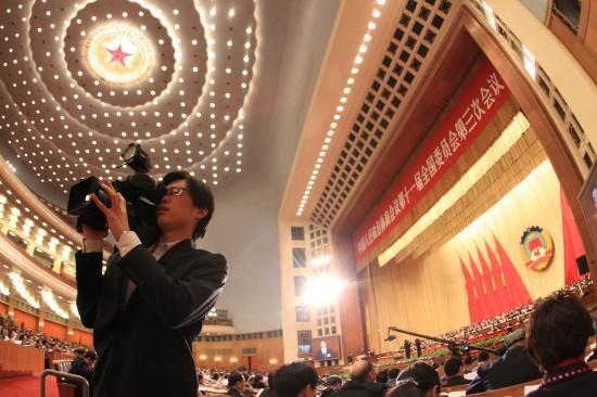 图文:政协十一届三次会议举行第四次全体会