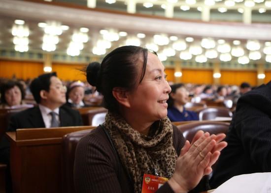 图文:全国政协11届3次会议举行第四次全体会