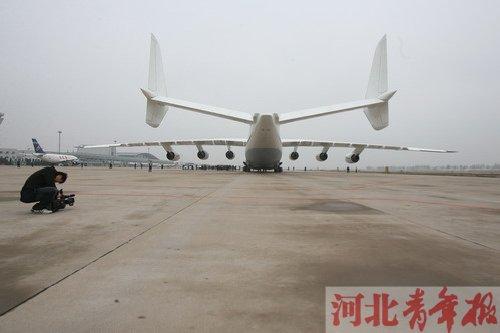 世界最大飞机时隔4年第二次降落中国内地(组图)