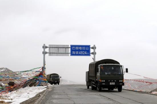 图文:救灾物资运往青海玉树地震灾区