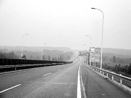 河南郑少高速公路耗资600万装路灯成摆设(图)