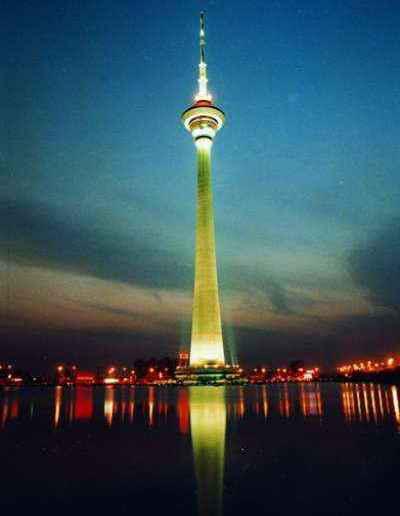 国内新闻 > 正文    天塔湖风景区以天津广播电视塔为主要景观,景区